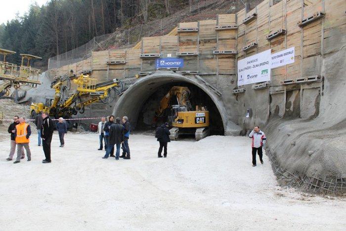 Ilustračný obrázok k článku Razenie tunela Považský Chlmec  Aha 35e557c5091