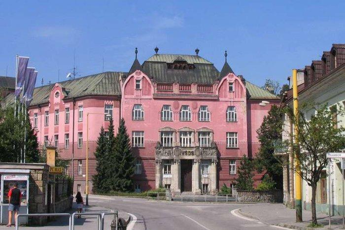 6111e8f4b Ilustračný obrázok k článku Historická budova Vysokej školy dopravy a  spojov v Žiline: Aký bude